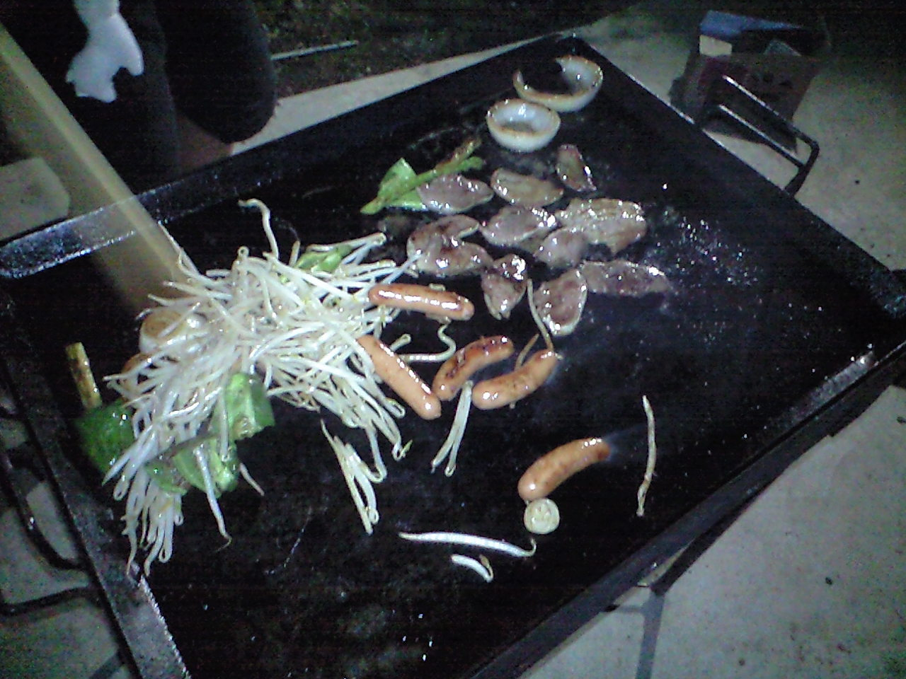 駐艇場で焼き肉